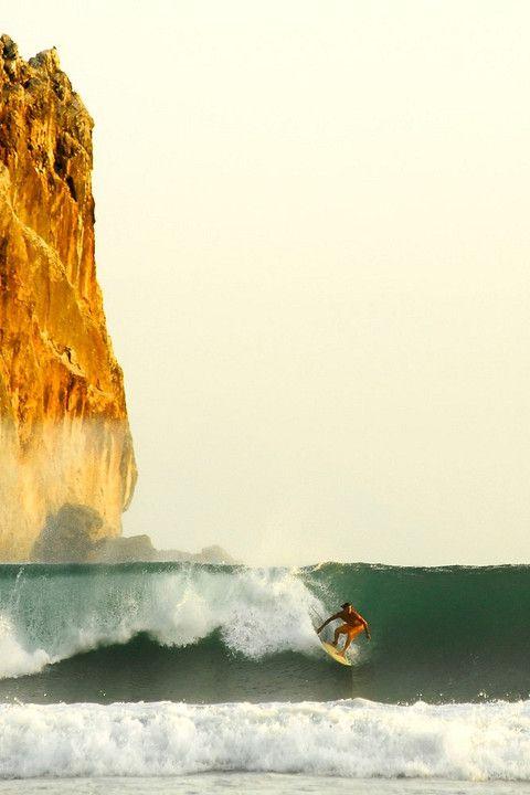 Un deporte es divertido es surfing.