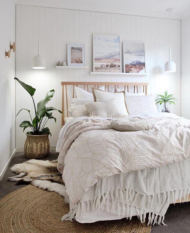 Sanfter Schlafen Mit Weißer Bettwäsche Und Pflanzen Im Schlafzimmer