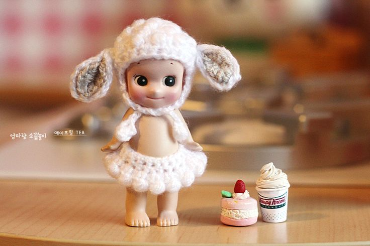 So cute doll's (sony angel) clothes. Crochet doll's 'Lamb Hat' & tiny skirt. Adorable!