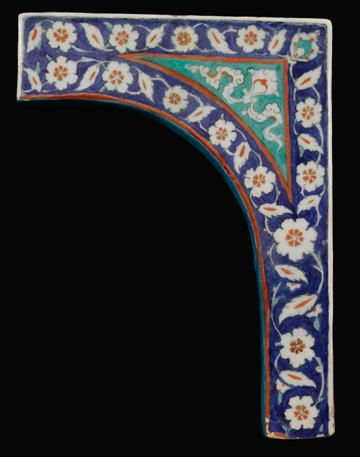 An #Iznik polychrome tile spandrel. Turkey, circa 1580