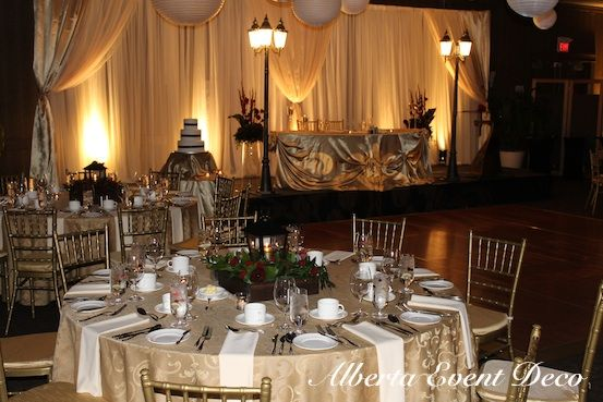 gold and ivory accents - Hotel Arts #calgaryweddings