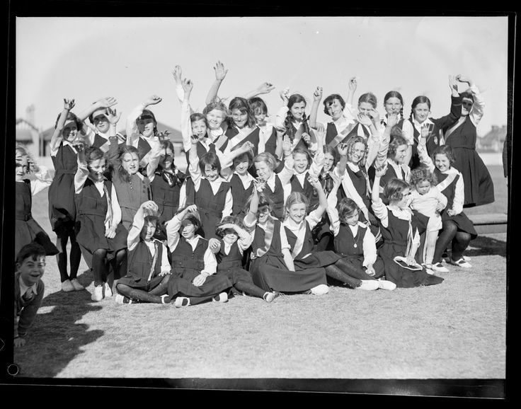 Primary school sports, 15 January 1933. Forms part of the ACP Magazines Ltd. photographic archive including Pix magazine negatives, 1930s-1980s. Mitchell Library, State Library of New South Wales: http://www.acmssearch.sl.nsw.gov.au/search/itemDetailPaged.cgi?itemID=1122609, image no. 3 Digital order no. c004050003