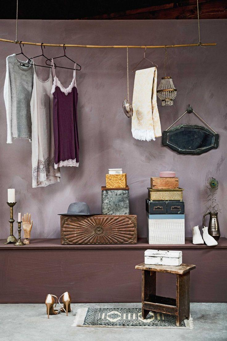 Hangende kapstok voor avondjurkjes   Hanging coat rack for night dresses   Styling Liza Wassenaar & Leonie Mooren   Photographer Ernie Enkelaar