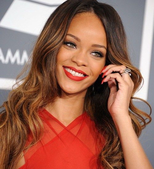 Rihanna - At number 5 in our list of 5 best female singers of 2013 is Rihanna. I am sure most of you are aware of her. This West Indies girl is not only a singer but a famous fashion designer. She started her career in year 2003, and in the same year Rihanna topped the charts and became an idle for many. Her latest album 'Diamonds World Tour' was launched at the start of the year. Her amazing talent takes her to number 5 on the list.