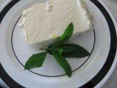 Özel bir cheese cake tarifi. Şekersiz ve unsuz olan bu cheesecake çok hafif ve son derece lezzetli. Çok seveceksiniz. Diyabetliler, çölyaklılar ve diyet yapanlar için ideal.