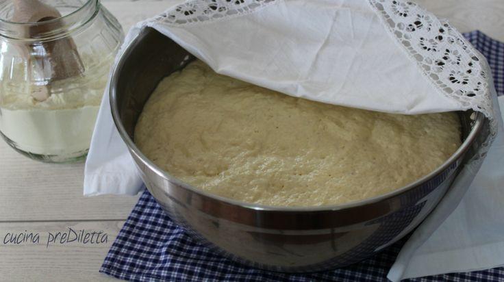 Vi piacerebbe avere in frigorifero un impasto sempre pronto per pane e pizza? Con la ricetta che vi lascio oggi questo è possibile e lavorate questo impasto in soli 2 minuti!