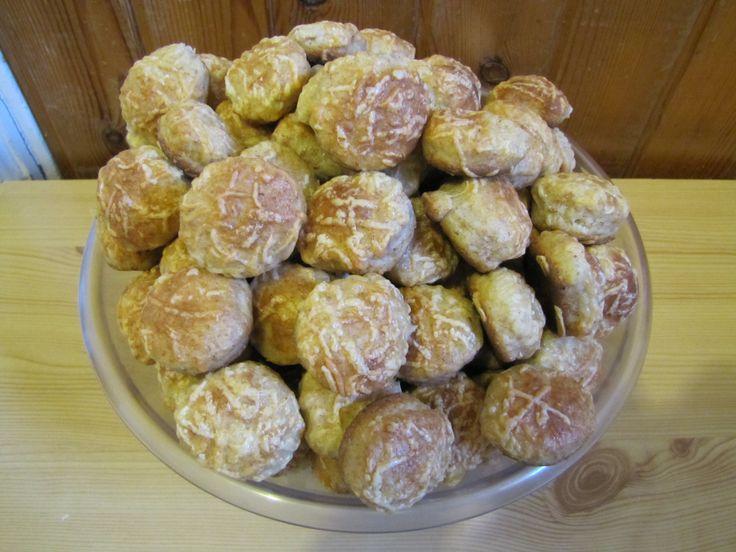 A büntetlen reszelt túrós sütinél említettem ezt a pogácsát, ami 10. helyezést érdemelt 2014-ben a Kor Kontroll társaság receptversenyén.   Hozzávalók :   375 g teljeskiőrlésű tönkölybúza liszt   375 g túró   250 g Rama margarin   ¼ pohár natúr joghurt   1 db tojás + 1 db tojás a kenéshez   1 cs expressz...