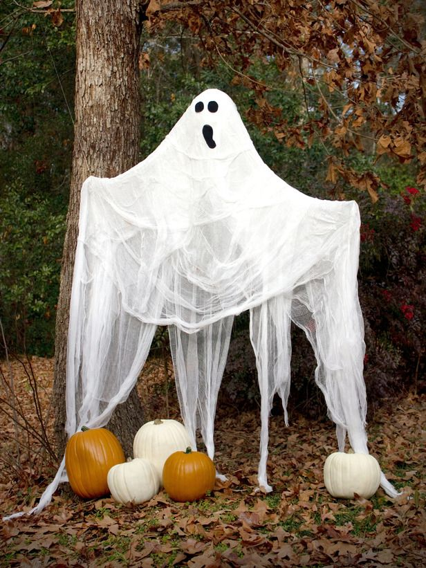 Outdoor Halloween Decorations: Life-Size Halloween Ghosts. Hang it from a tree or place it on your front porch so passers-by will shake in their boots. Learn how >  #Halloween #craft #ghost