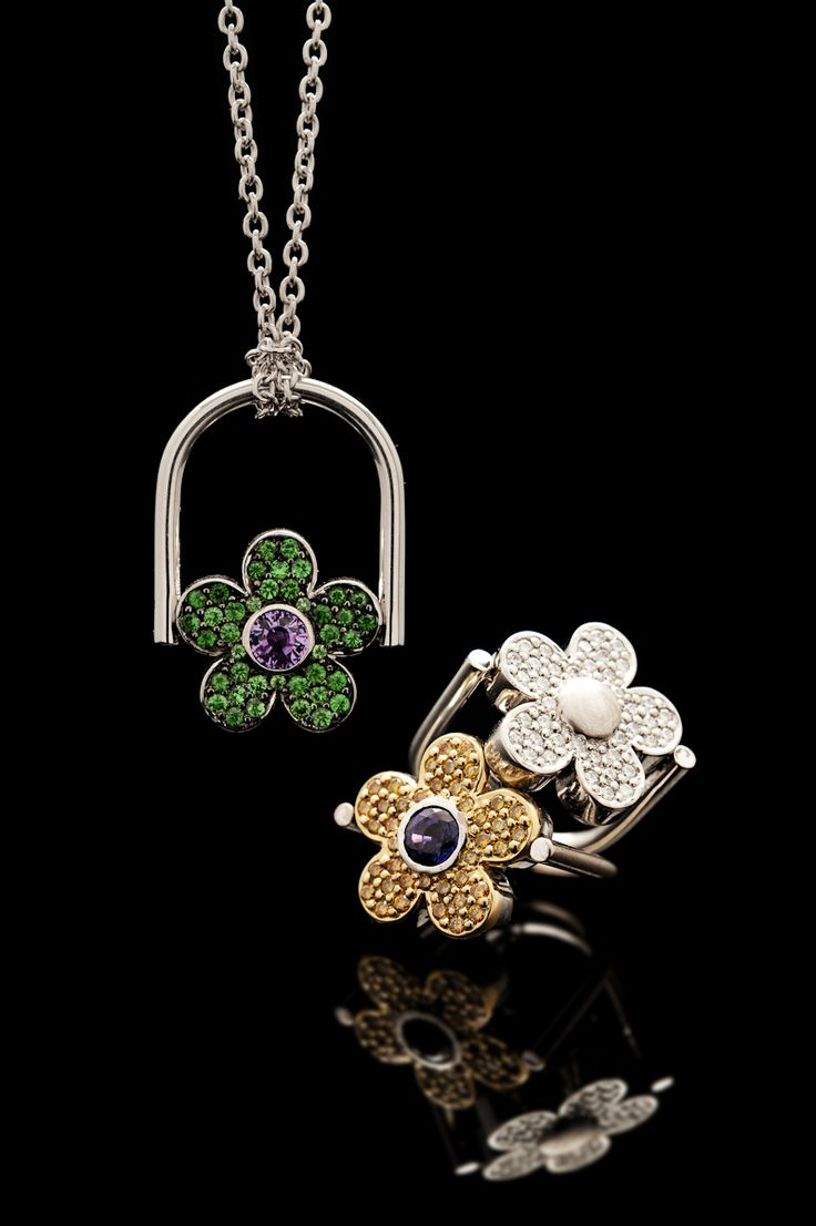 These reversible Flower rings give you two rings and two pendants all in one, wear it your way to compliment your outfit.