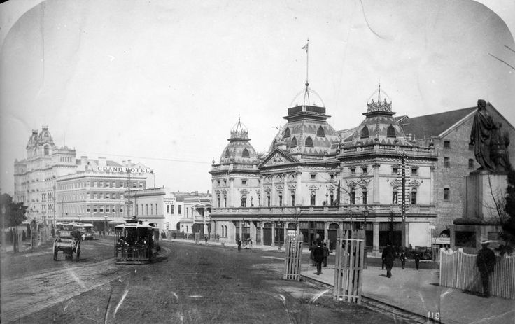 Spring Street, 1916, featuring the Princess' Theatre and the Grand (Windsor) hotel. SLV.