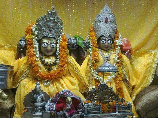 #India, Gauri Shankar Temple - Idols, #Delhi    http://www.nativeplanet.com/delhi/photos/3632/