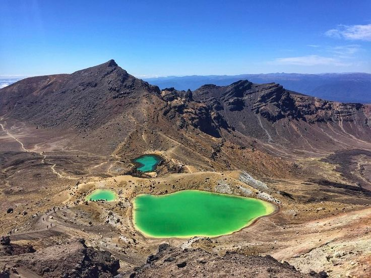 The 20km Tongariro hike was worth this view! 💪🏼😍 ************* Look at those green lakes!