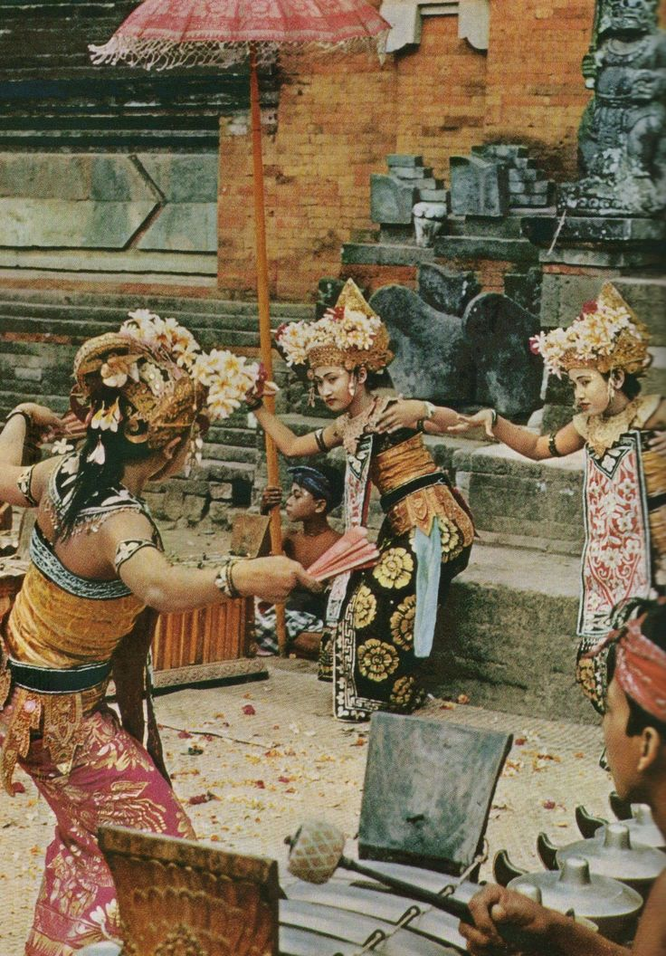 BALINESE DANCERS.... ॐ Bali Floating Leaf Eco-Retreat ॐ http://balifloatingleaf.com ॐ
