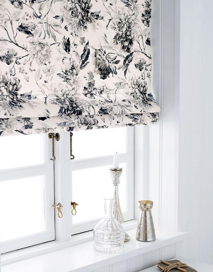 Satin m sort/grå blomstermønster - Stof & Stil