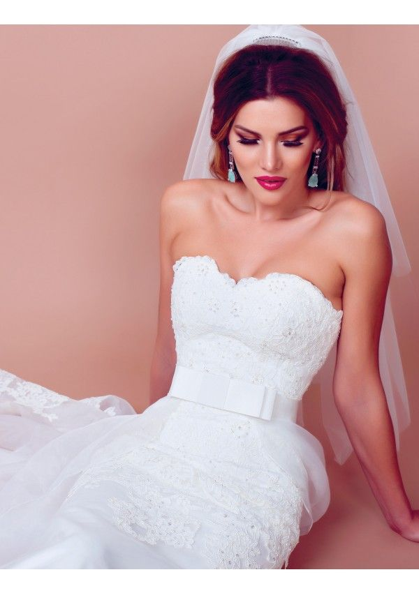Angelica is the perfect wedding dress for a sophisticated woman.