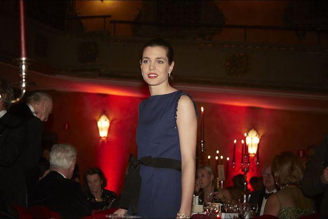 Les Cours Royales Monescaque et Belge: La Princesse Astrid et Charlotte Casiraghi a un diner de Gala