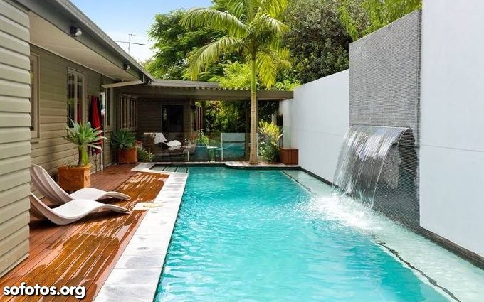 Piscina verde com fonte de gua piscinas area de lazer for Imagenes de casas pequenas con alberca