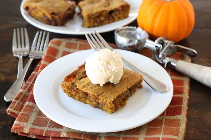 Ooey Gooey Caramel Pumpkin Blondies: Pumpkin Recipes, Gooey Pumpkin, Desserts Recipes, Caramel Pumpkin, Caramel Blondi, Pumpkin Blondi, Gooey Caramel, Caramel Brownies, Ooey Gooey
