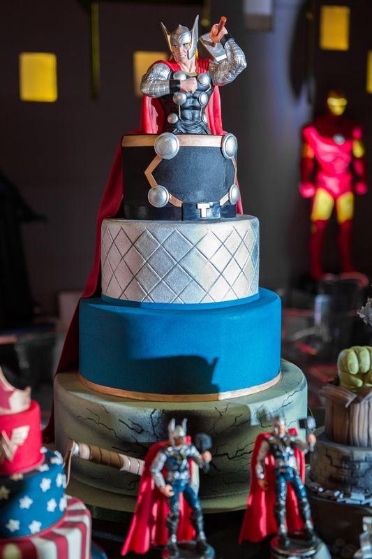 Festa super heróis com bolo Thor