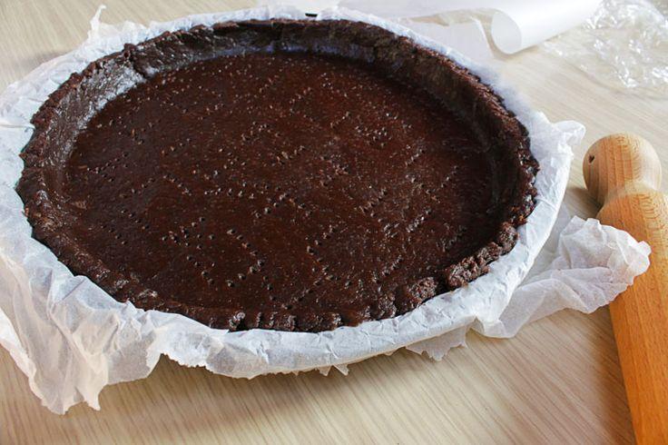 La pasta frolla al cacao vegan è una variante della ricetta base, perfetta per crostate e biscotti. Leggera e versatile, tutta da provare!