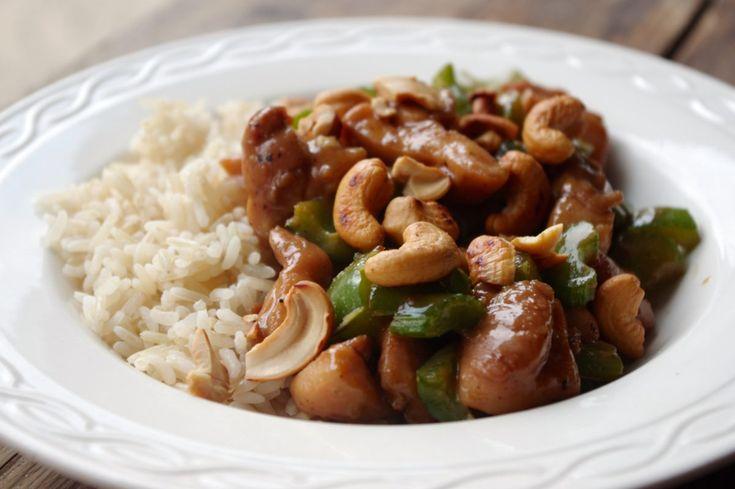 Een lekker, makkelijk en gezond recept voor aziatische kip met paprika en bleekselderij. Dit gerecht is ook nog eens calorie-arm en budgetproof!