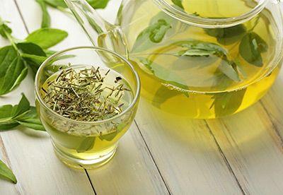 Grüner Tee: 10 Gründe den traditionellen Muntermacher zu trinken