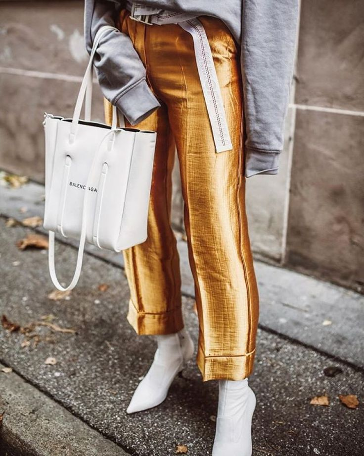 The best pieces to buy at HM right now according to the top fashion bloggers. From vinyl skirts, chunky embellished knits, belt bags and this seasons must have coats & shoes. As seen on the top fashion bloggers from Sindi, Off White Swan, The Fab 3, Lafot