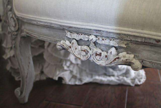 Full Bloom Cottage: Linen Ruffle Table Cloth & Rose Swag Chair