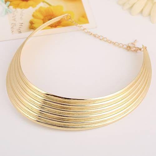 Original collar en color dorado.Bonito diseño en collar de moda.