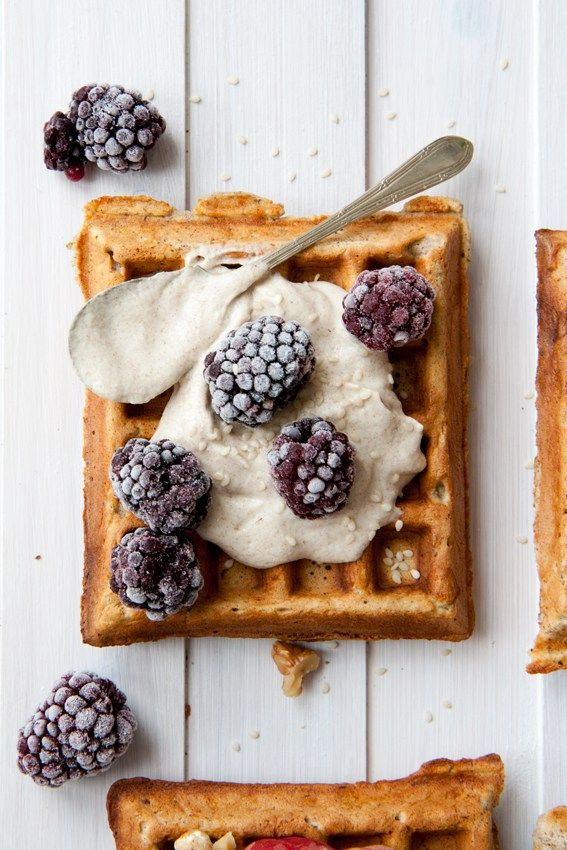 Summer waffles 4 ways - Waffle with cashew cream and blackberries