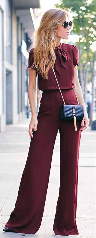 This monochromatic assemble is perfect to wear during Columbus' autumn months. A black briefcase reassures the fact that this outfit is perfect for a buyer working for Express. This outfit even looks like it may be seen in Express stores.