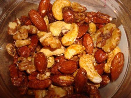 Frutta secca alle Cinque Spezie sono un saporito e raffinato snack da servire con l'aperitivo