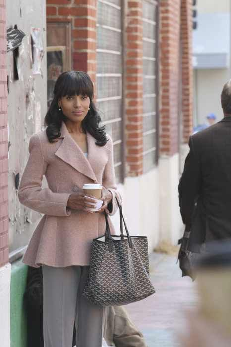 """The Trail"" - As Gideon investigates Amanda's past in the present day, scenes from the past reveal the contentious primary race between Fitz and his now-Vice President, how Olivia and Fitz first met on the campaign trail and how each of Olivia's associates joined the team, on ""Scandal"".   Olivia sports an Armani jacket, Gucci suede platform  pumps (not shown) & a Goyard tote.   Credit:  Carol Kaelson"