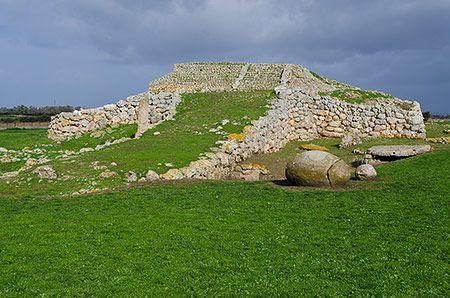 L'altare prenuragico di Monte d'Accoddi - (SS)