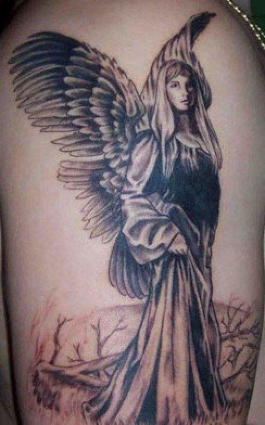 Tatoeage van vrouwelijke engel wandelen