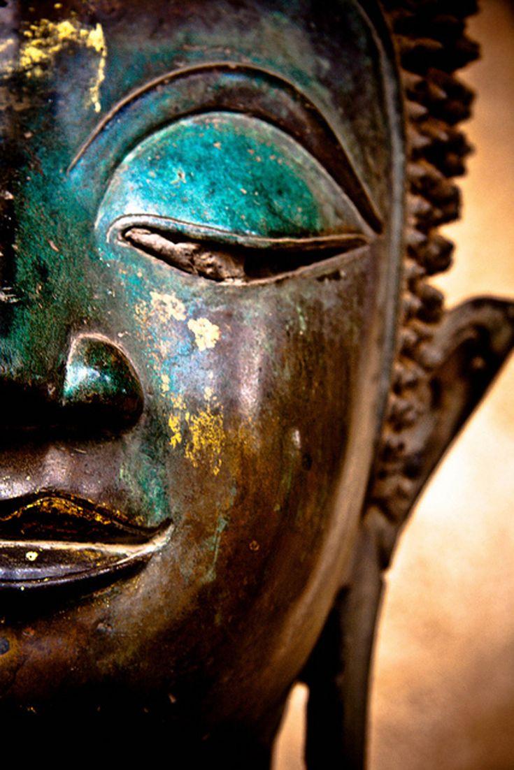 starrymessenger:  f-l-e-u-r-d-e-l-y-s: Contemplating  by Paki Nuttah buddha statue Vientiane laos temple peaceful