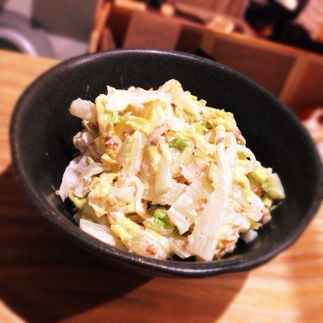 クックパッドの超人気レシピです。シンプルだけどゴマとマヨと鰹節が美味しい♡ - 5件のもぐもぐ - まるごと白菜サラダ by hondachisato