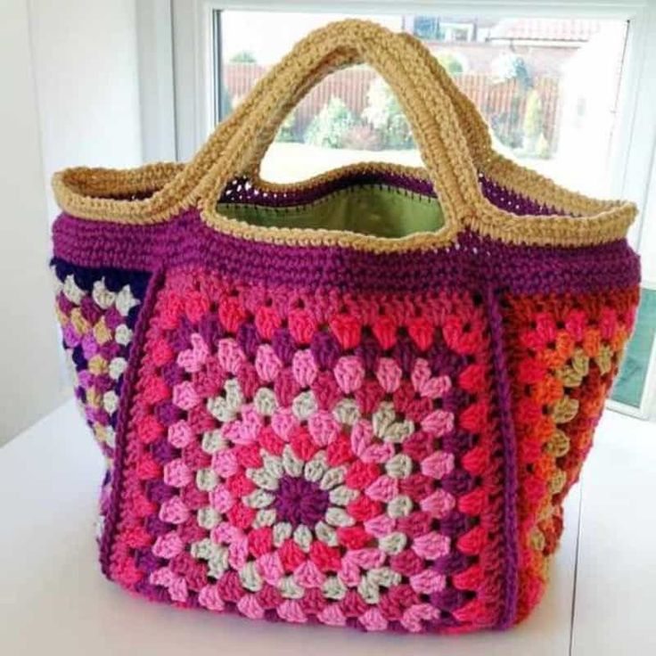Chunky Retro Granny Square Crochet Bag Free Pattern