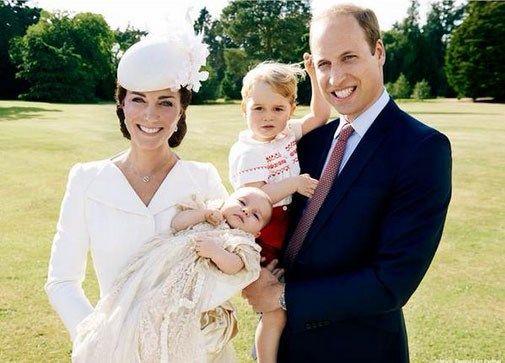 Officiële foto's van doop prinses Charlotte vrijgegeven - Het Nieuwsblad: http://www.nieuwsblad.be/cnt/dmf20150709_01769806