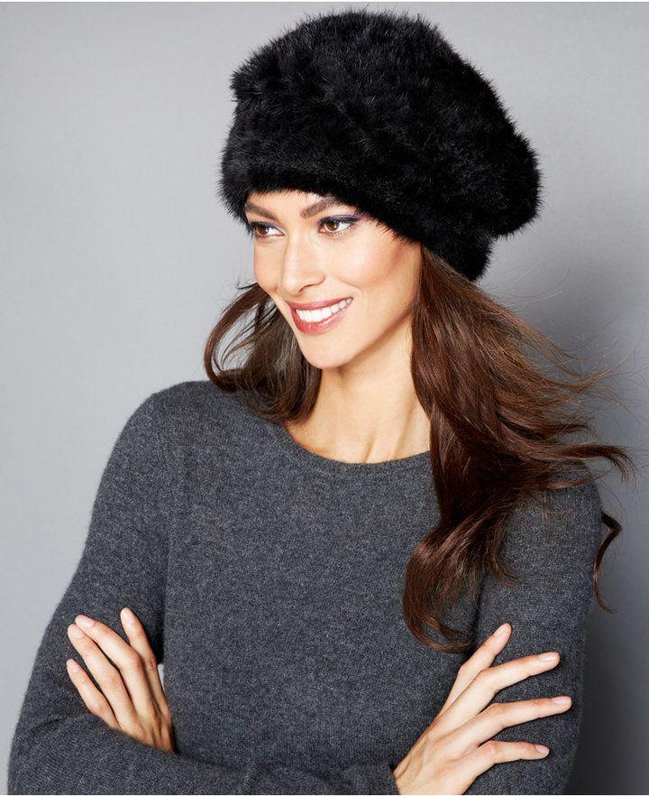 €319, Chapeau de fourrure noir. De Macy's. Cliquez ici pour plus d'informations: https://lookastic.com/women/shop_items/141135/redirect