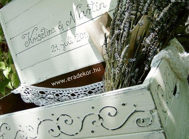 Esküvőre provence-i stílusú, festett antikolt nászajándék láda. Fotó azonosító: ESKNOR10