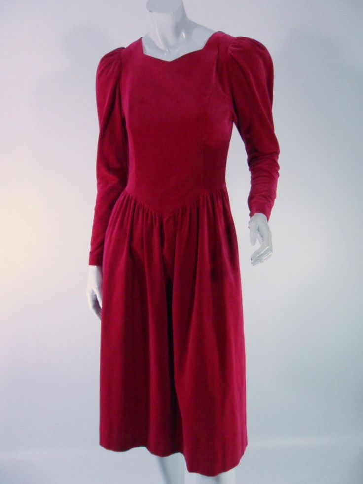 So pretty! This Laura Ashley dress from the 1980s has all the hallmarks of the era -- puffed long sleeves, sweetheart neckline, princess seams leading to a basque-style waist, slightly full skirt. A c