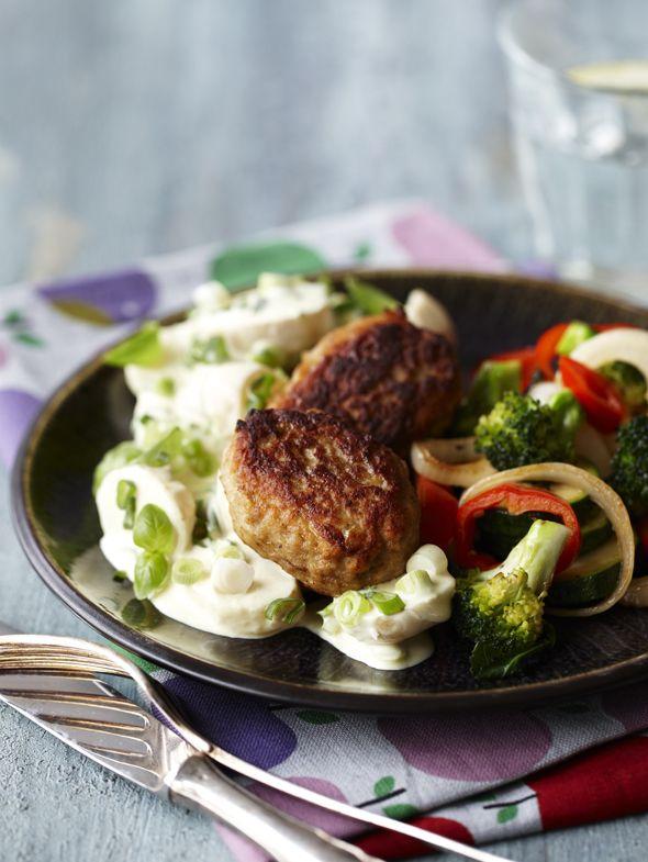 Frikadeller med kartofler og broccolisalat