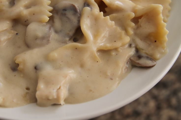 Non dairy alfredo sauce with chicken and mushrooms