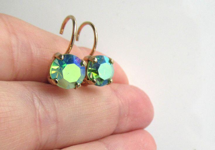 Hebel zurück Swarovski Kristall Peridot Ohrringe, grüne Ohrringe, durchbohrte Ohren, rund   – **** Etsy Group Board ****