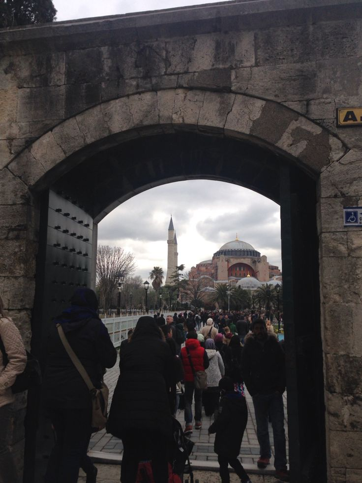 A gate of Blue Mosque to Aya Sofya.