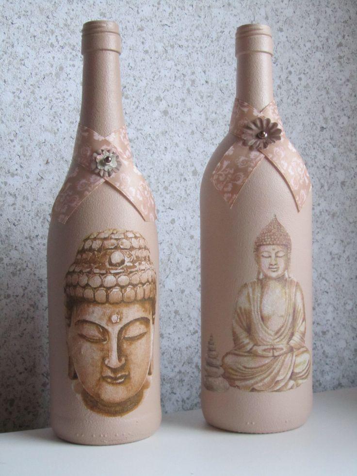 Flessen bewerkt met Gesso, acrylverf en servetten