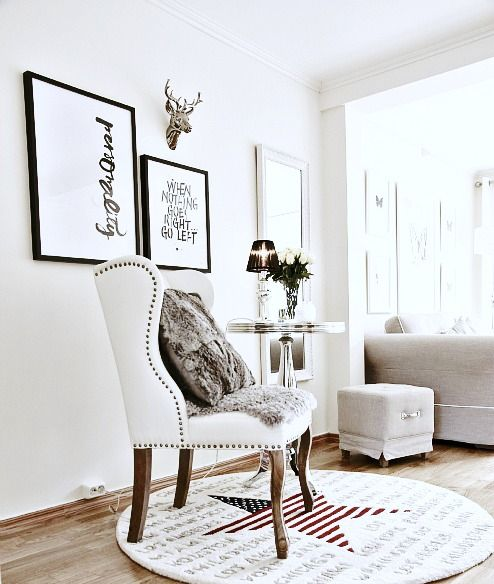 Daisy ! #eetkamerstoel #eetkamer #stoel #fauteuil #interieur #interior #interieurwinkel #interiorstore #meubels #en #meer #mijdrecht #meubelsenmeer #wit #ingericht #stijl #fotolijst #bloemen #krukje #tapijt #star #ster #wood #hout