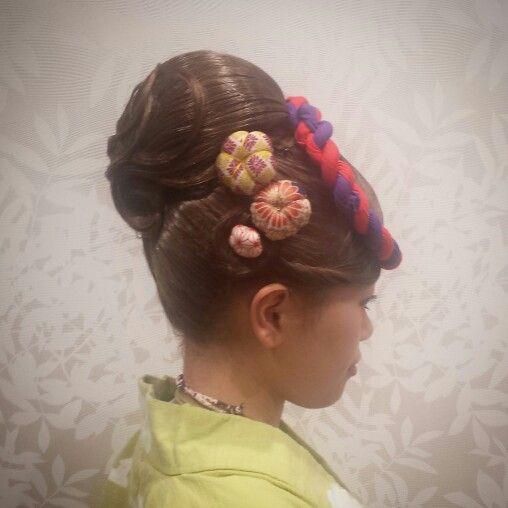 表面にすじを作ったお団子アレンジ❤ 面をつやつやに出すのがポイント✨✨✨✨ #祭り #アップ #お団子 #抱き合わせ #夜会巻き #ヘアセット#hairset #updo #braids #編み込み #裏編み込み #お祭りヘアセット#Welina #hitomiyanagida #myworks