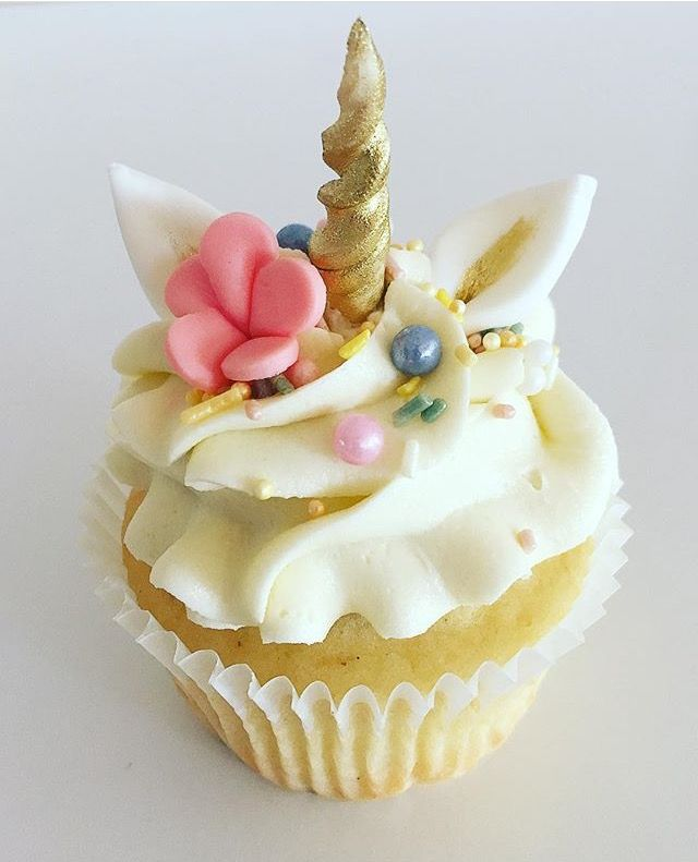 pretty unicorn cupcake